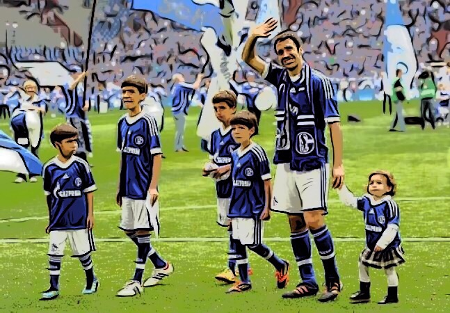 Raúl González junto a sus hijos, Schalke 04, Alemania - ElVestuario.es